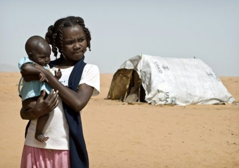 Internally displaced girl in Sudan